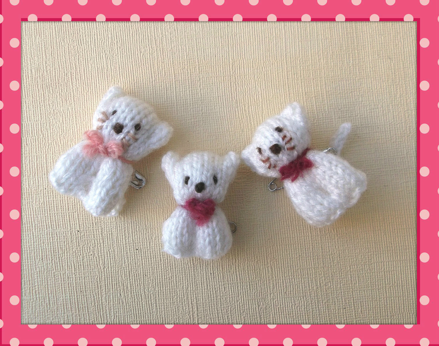 Knitted bear and cat pins knits by sachi for Small christmas ideas