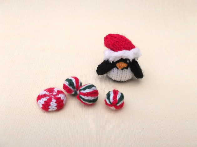 Knitted Christmas mints