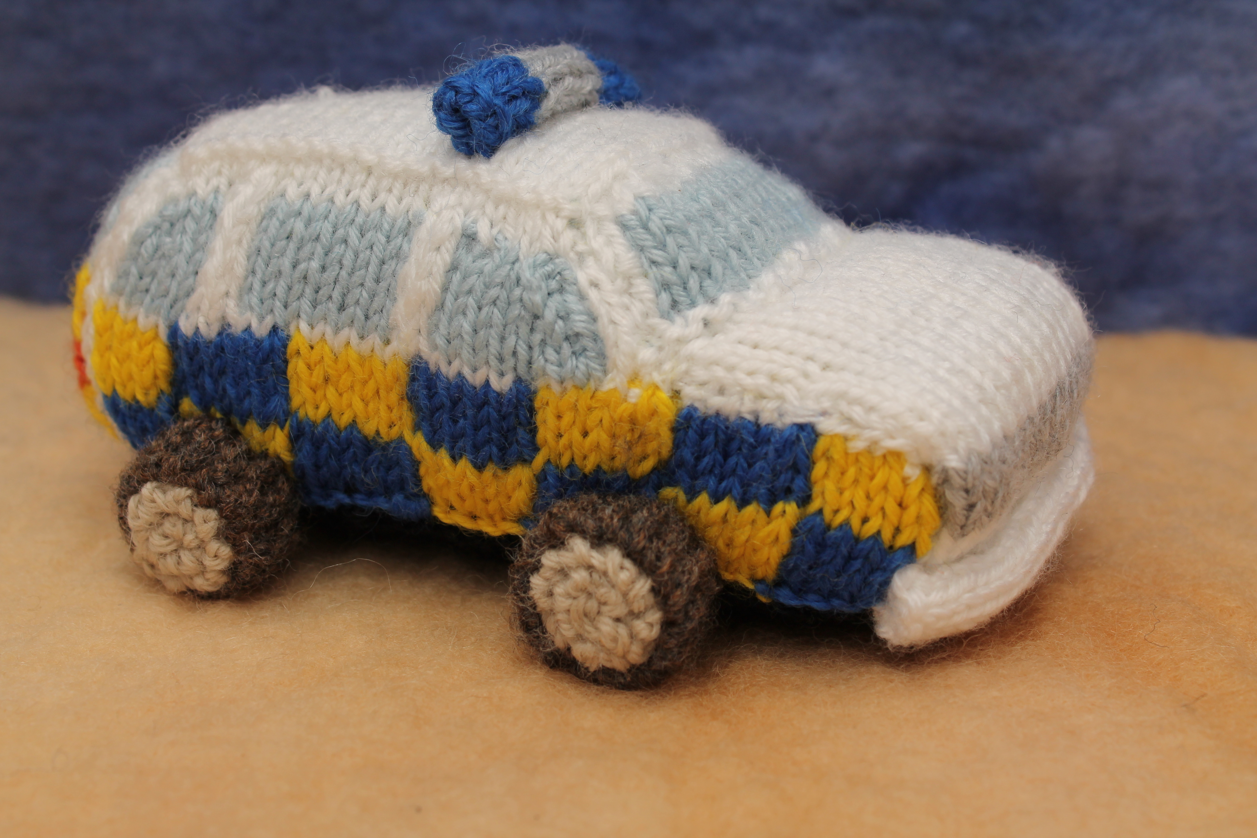 Knitted UK police officers | knits by sachi